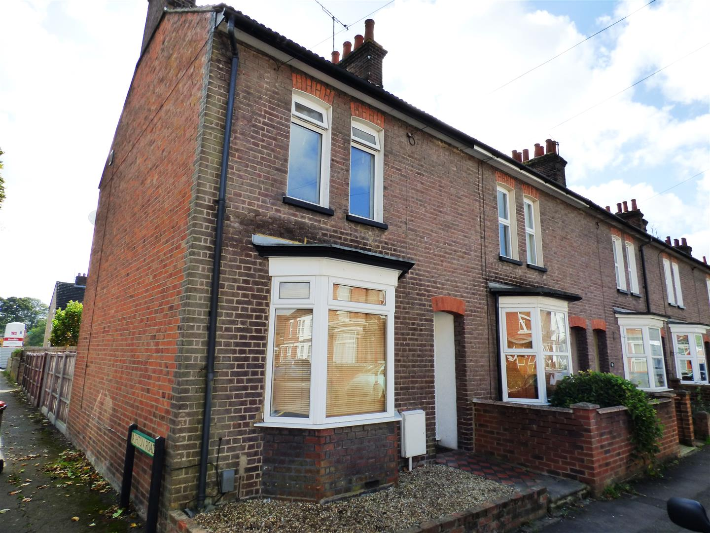 2 Bedrooms End Of Terrace House for sale in George Street, Dunstable
